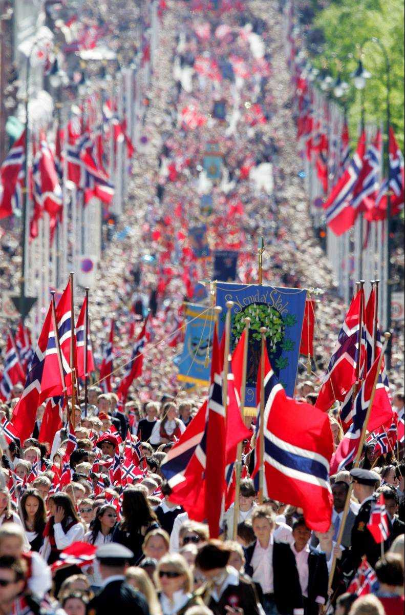 kjekt å være norsk I dag är det extra roligt att vara norsk. Den som varit med om nationaldagsyran i grannlandet glömmer det aldrig.Foto