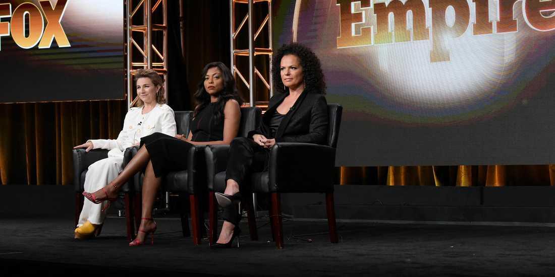 """Ilene Chaiken, Taraji P. Henson och Sanaa Hamri under en paneldebatt med flera skådespelare från """"Empire."""
