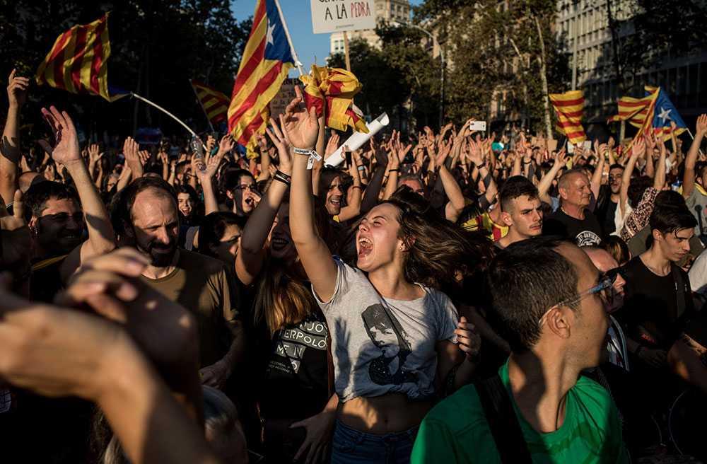 Protester mot polisvåldet under folkomröstningen i Barcelona.