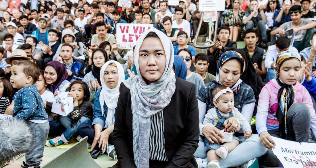 I förgrunden Fatemeh Khavari som är talesperson för nätverket Ung i Sverige.