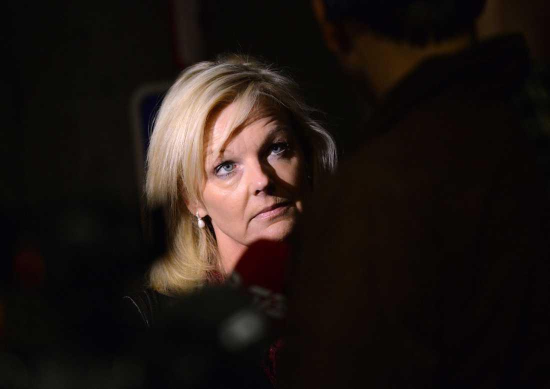 Förbundsordförande Cecilia Fahlberg från Unionen meddelar utanför SAS Huset på Kastrups flygplats vid 05.30-tiden på måndagsmorgonen att avtalet för de svenska kabinanställda är klart.