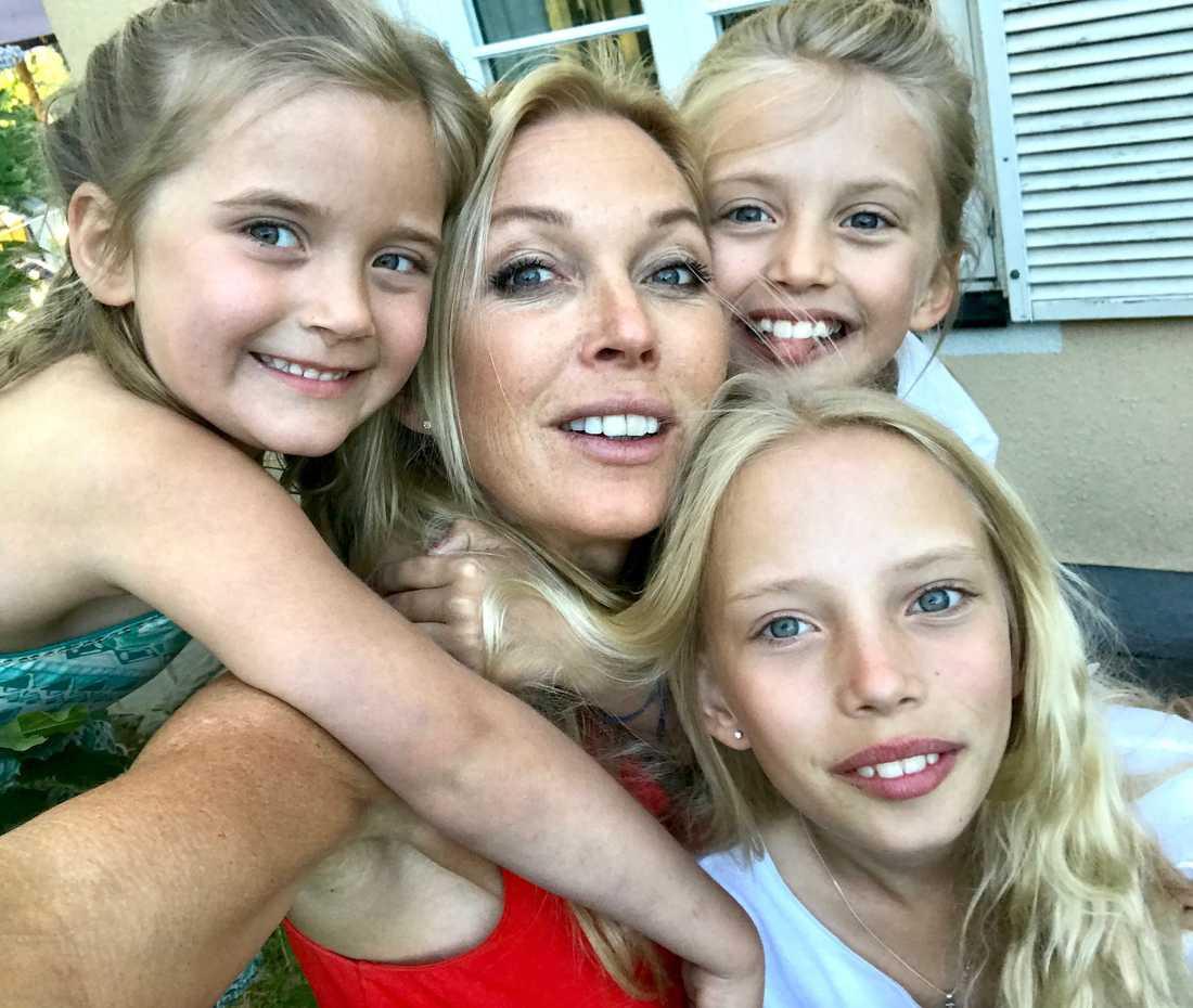 Linda Lindorff med barnen Wilhelmina, Benedicte och Lykke.