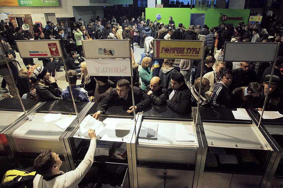 Domodedovo Moskvas största flygplats tvingades stänga efter att man stått utan el i nästan 15 timmar.