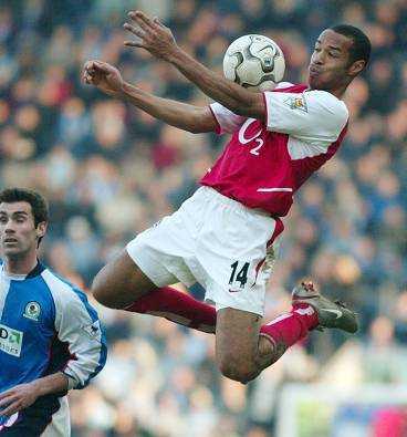 ARSENAL FÖRLORADE Thierry Henrys Arsenal föll tungt mot Blackburn.
