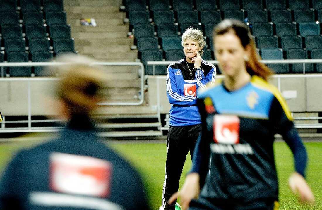 """OROAD Det var när Pia var och tittade på LdB Malmö mot Lyon i Champions League som hon reagerade över utvecklingen av utländska spelare i damallsvenskan. """"Det är farligt på sikt"""", sa hon till Sydsvenskan."""
