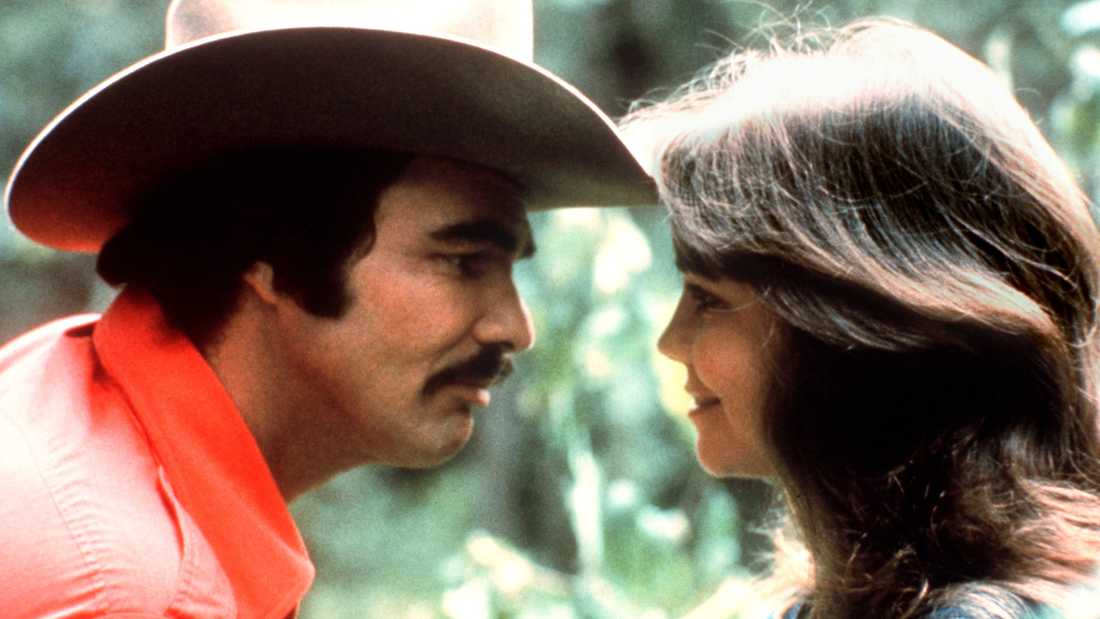 """Burt Reynolds och Sally Field i """"Nu blåser vi snuten""""."""