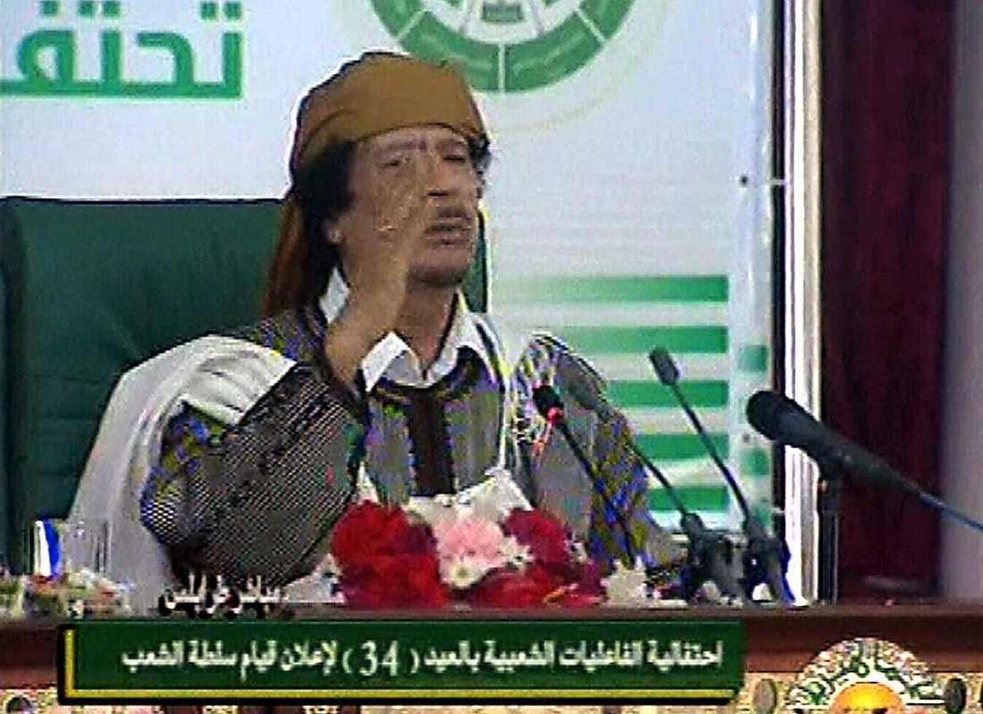 """14.57 """"Tusentals människor kommer att dö om amerikanska styrkor eller Natosoldater går in i Libyen."""""""