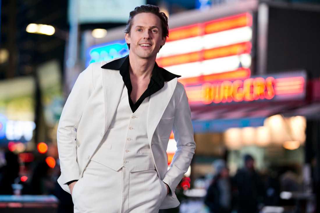 """David Lindgren gör John Travoltas roll när """"Saturday night fever"""" sätts upp på Chinateatern i Stockholm."""