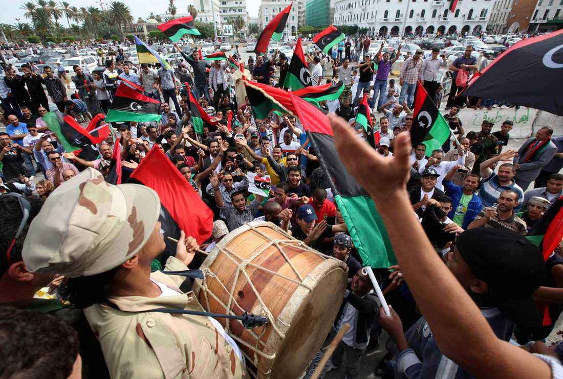 Motståndare till gaddafi började fira på Martyrtorget i Tripoli så snart de fick dödsbeskedet.