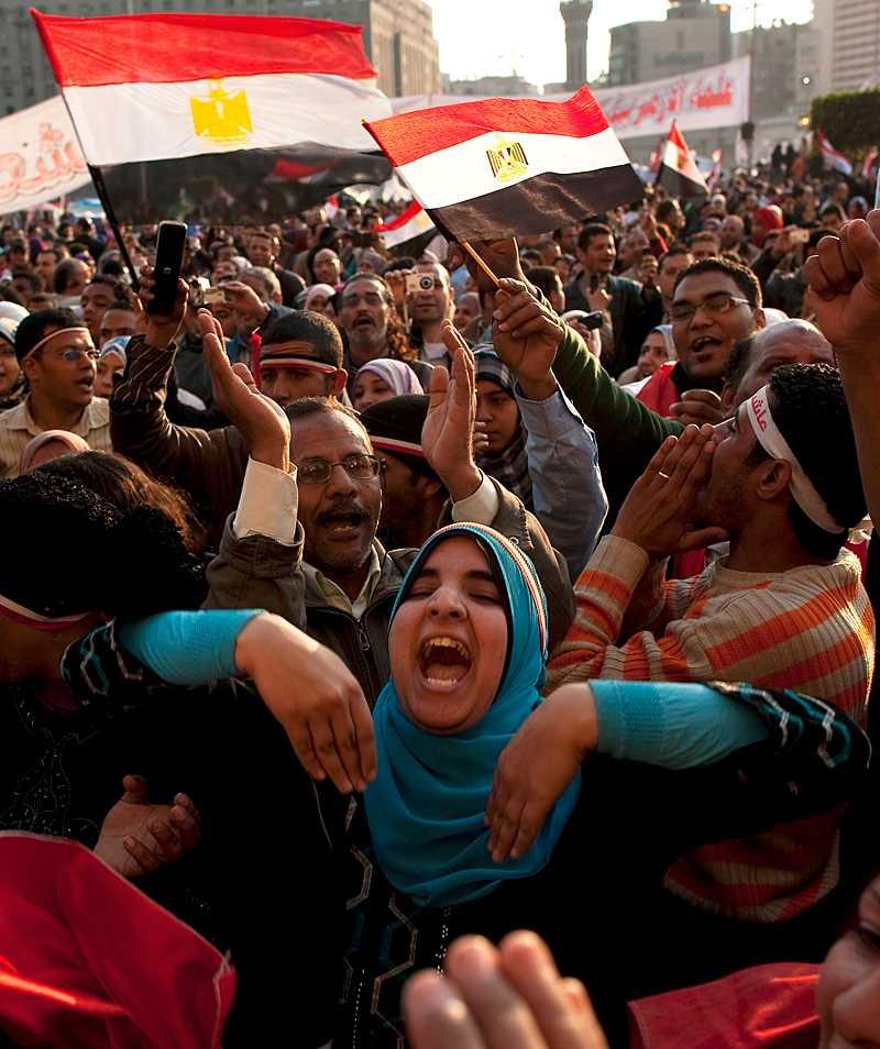 seger med förbehåll Fredagens stora fest på Tahrirtorget, folket jublade men det kan visa sig bli kapitulationens dag. Demonstranterna har lämnat sin seger i pant hos militären.