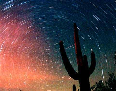 Den här bilden togs i Tucson, Arizona, under ett meteorregn när kometen Temple-Tuttle passerade solen 2001.