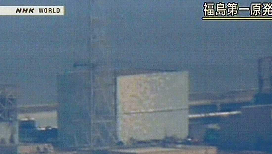I natt hände det igen. Strax efter 22 svensk tid skedde en explosion vid reaktor 2 på det olycksförföljda kärnkraftverket Fukushima Daiichi. Några timmar senare medgav premiärministern att den avställda reaktor 4 stod i brand.