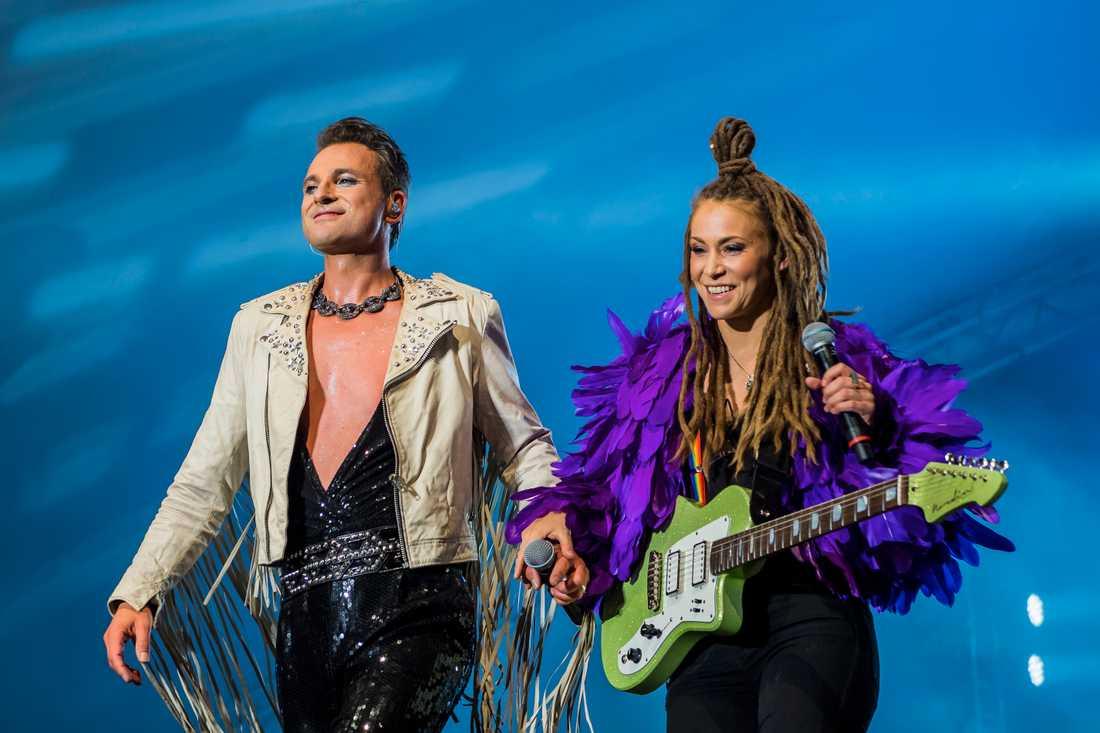 Mariette Hansson och Ola Salo uppträdde tillsammans under Schlagerkvällen