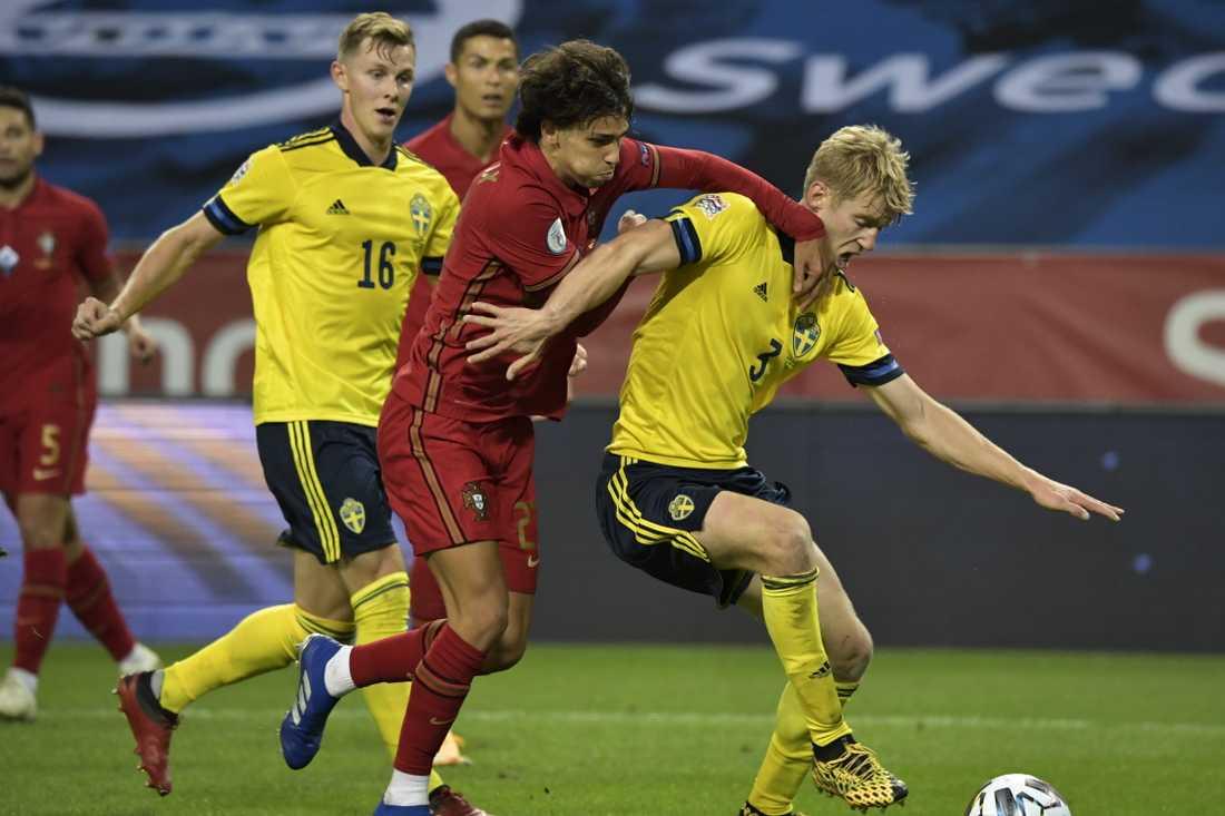 Sverige förlorade mot Portugal för en dryg vecka sedan och tappar därför en placering på rankningen.