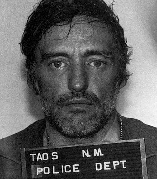 Dennis Hopper fick 20 minuters fängelse – och 1 800 kronor i böter –efter inblandning i en trafikolycka 1975.