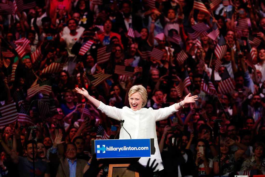 De flesta svenskar både tror och vill att Hillary Clinton vinner presidentvalet.