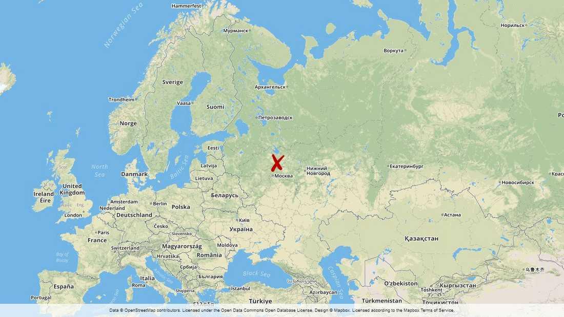 Fem små barn och två vuxna har omkommit i en brand härjade ett bostadshus i den ryska staden Rostov nordost om Moskva.