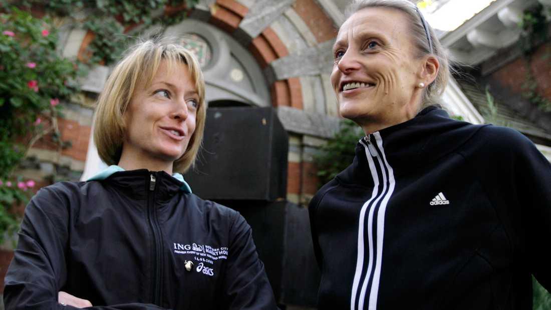 Waitz, till höger, vann New York City-maraton nio gånger. Här i samspråk med bronsmedaljören från OS 2004, Deena Kastor.
