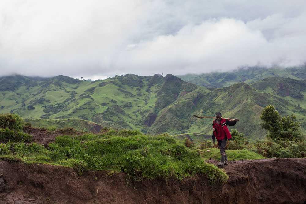 NICLAS HAMMARSTRÖM Gruvbyn Numbi ligger i söda Kivu. De som bor där jobbar i gruvan och tjänar runt 130 svenska kronor i månaden.