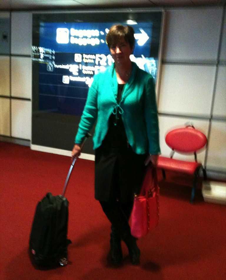 Mona Sahlin landade i Paris under förmiddagen.