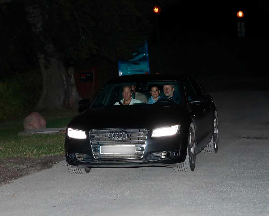 Prins Haakon och prinsessan Märtha Louise lämnade festen först vid klockan tre i morse.