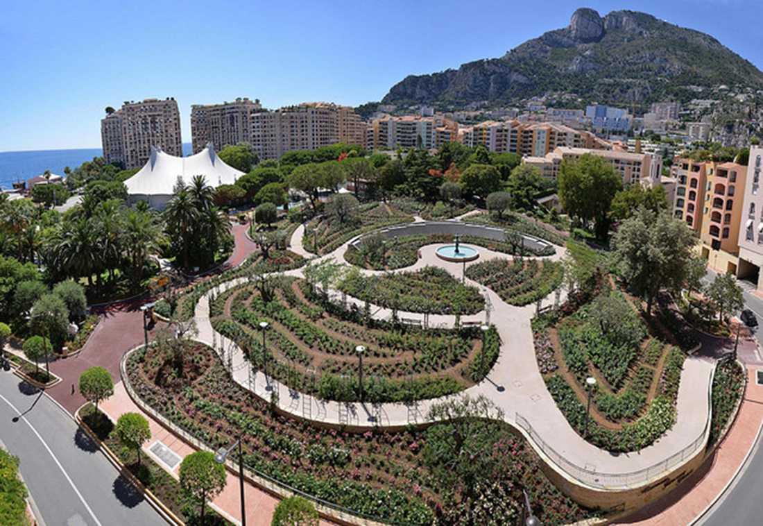 Avenue Princesse Grace i Monaco huserar kändisar som Roger Moore och Andrea Bocelli.