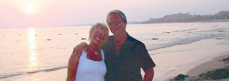 """Paret Berglund har återvänt till Side de senaste åtta åren. """"En vecka vecka i maj är oslagbart, då kan vi slänga vinterkläderna och gå barfota i sanden"""", säger de."""