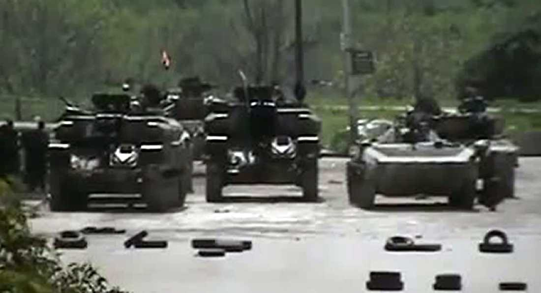 Bepansrade fordon från syriska armén, nära syriska staden Homs.