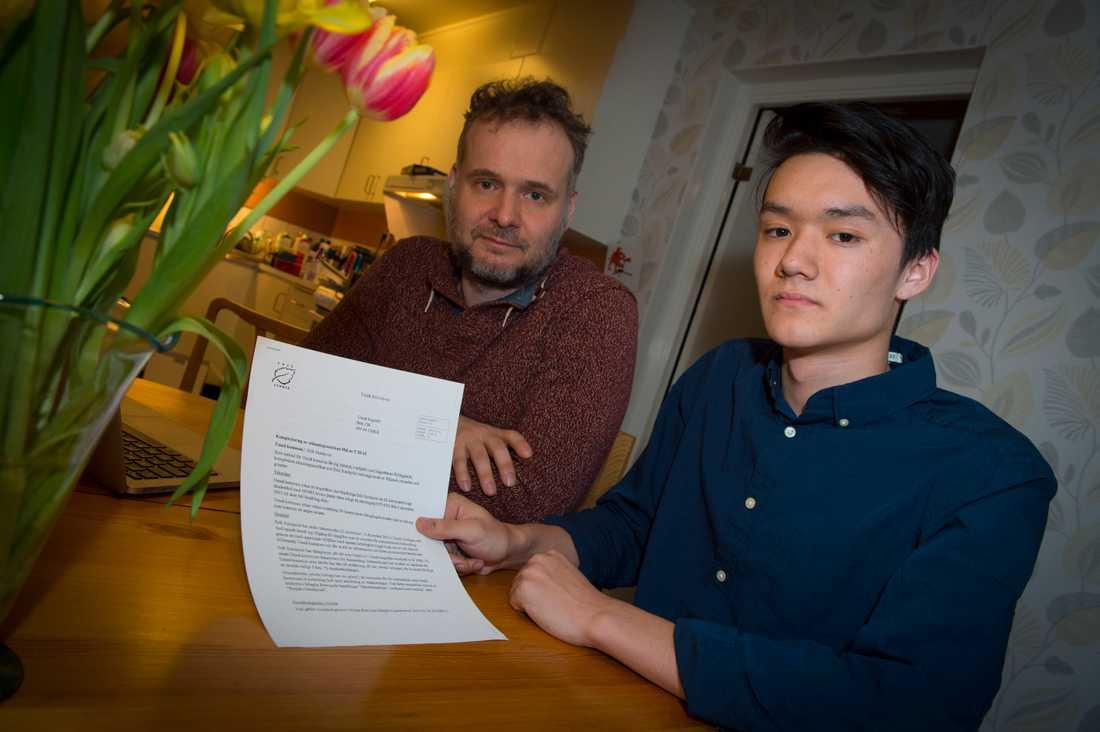 Både pappa Joakim Sundqvist och Erik Sundqvist själv tycker att skadeståndskravet är orimligt stort.