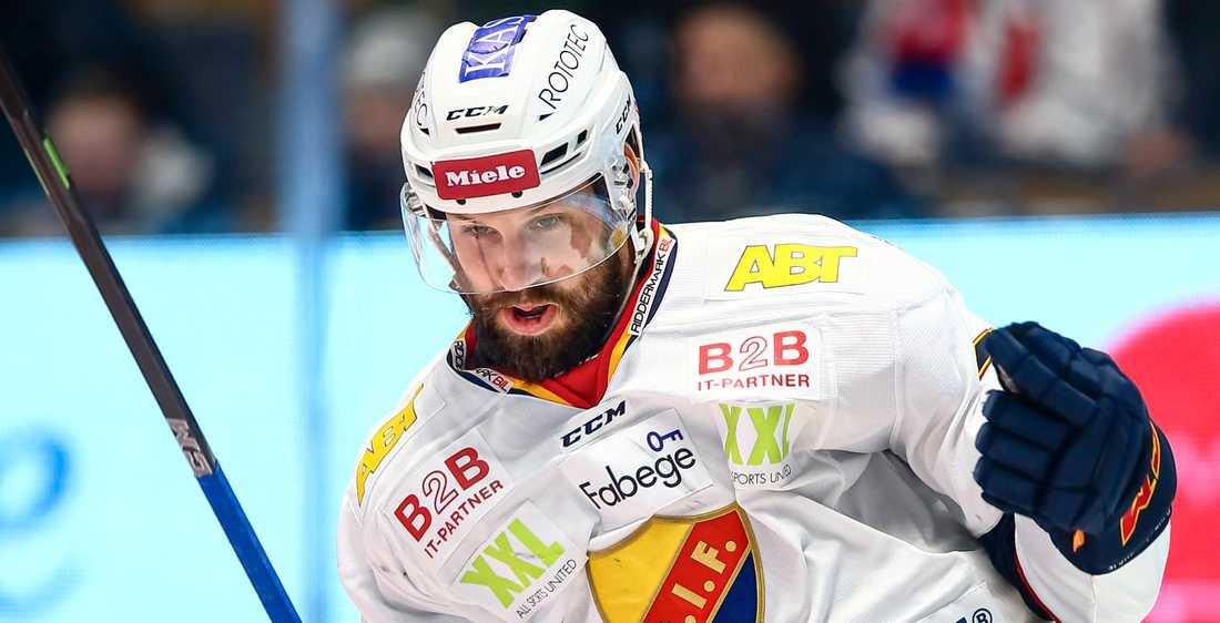 Dick Axelsson har skrivit på nytt kontrakt med Djurgården.