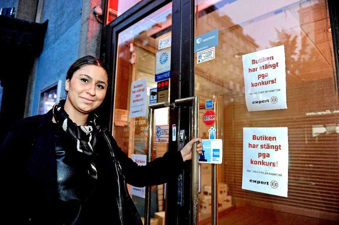 """Hoppades på klipp Dersim Budah, 27, läste om Experts konkurs på aftonbladet.se och bestämde sig för att skynda till närmsta butik för att fynda. Men när hon kom dit hade butiken redan stängt. I helgen ska dock butikerna öppna igen. """"Vi kommer att sänka priserna aggressivt i butikerna. Det blir kraftiga sänkningar på hela sortimentet"""", säger Experts vd Magne Solberg."""
