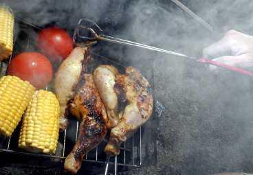 Röken från grillen förgiftar luften med cancerframkallande dioxiner.