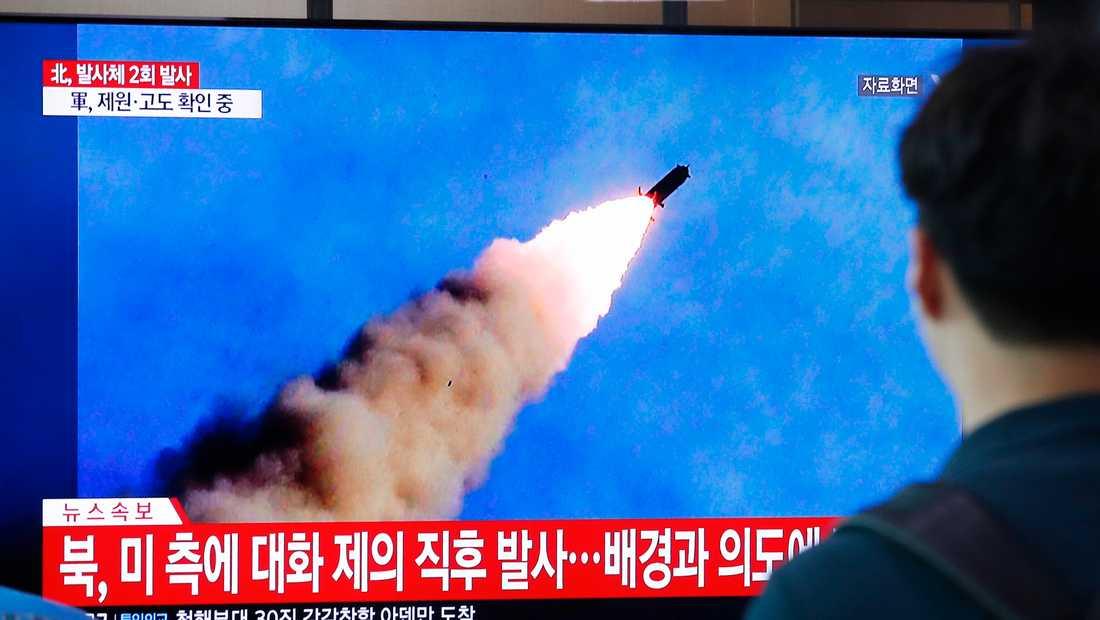 På sydkoreansk tv såg man robotarna som Nodkorea avfyrade.
