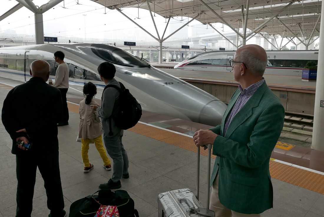För kineserna är det gemensamma projektet det svindlande ekonomiska stora språnget in i framtiden, skriver Peter Kadhammar.
