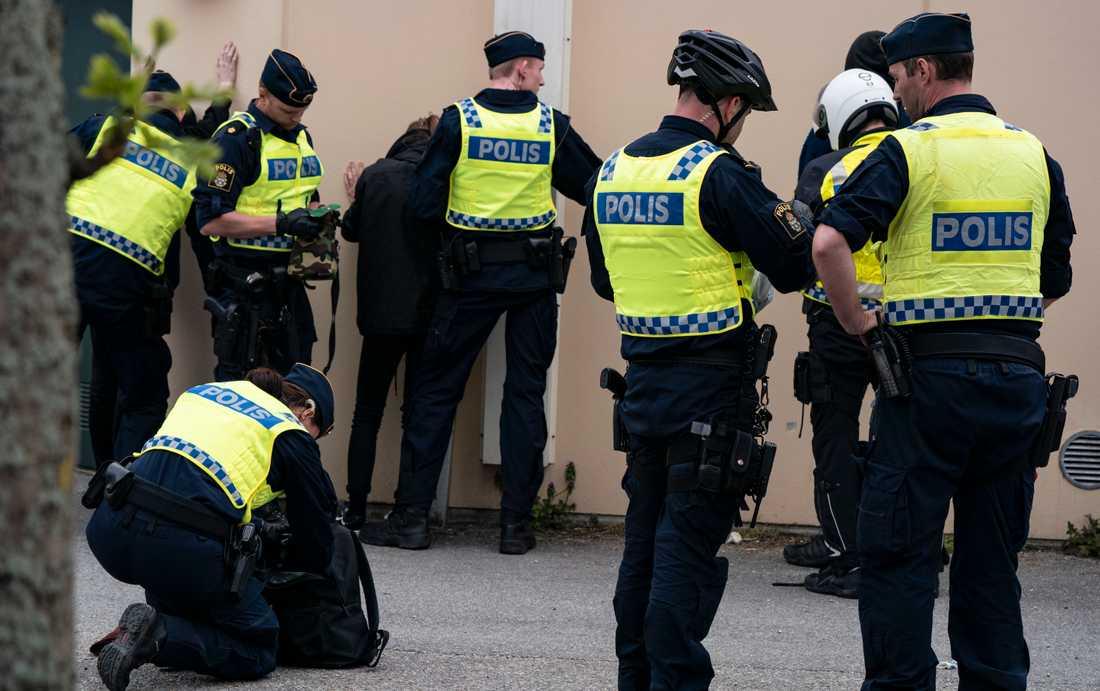 Flera poliser uppger att deras familjemedlemmar fått utstå hot och våld. Arkivbild.