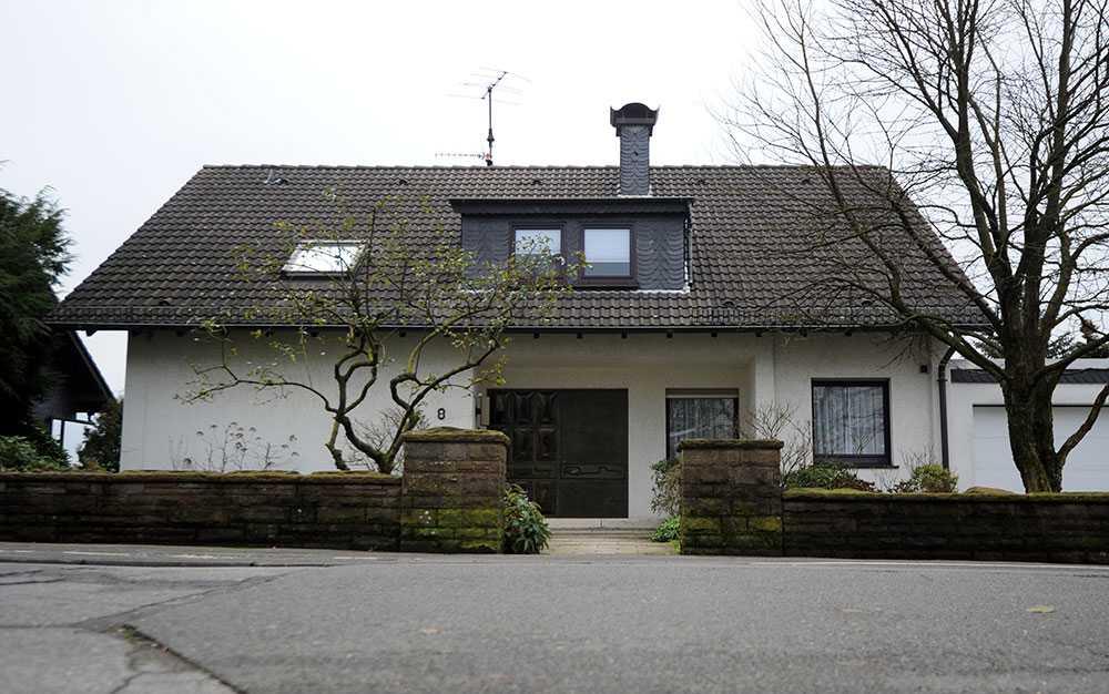 Huset i tyska Ennepetal där de tre männen hittades döda i bastun.