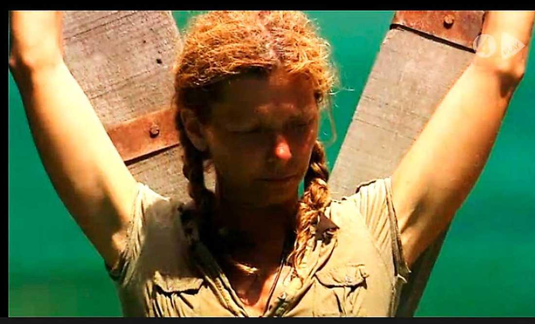 """Mirre vann sista grenen överlägset – och blev slutgilitig segrare i """"Robinson"""". Hon fick ingen lina kapad – medan """"Robban"""" störtade i vattnet."""