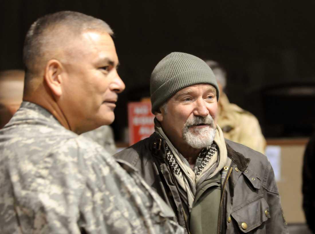 Williams åkte ofta runt och roade USA:s trupper. Här i Afghanistan.