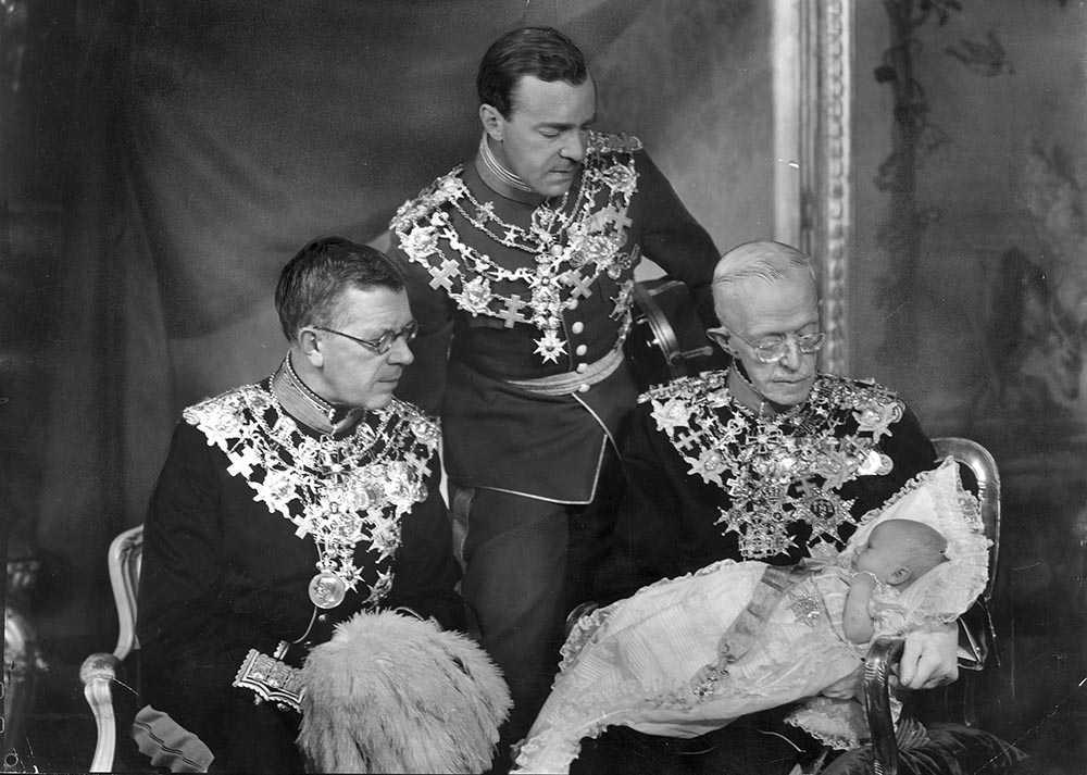 Prins Carl Gustaf tillsammans med sin pappa, farfar och farfars far.