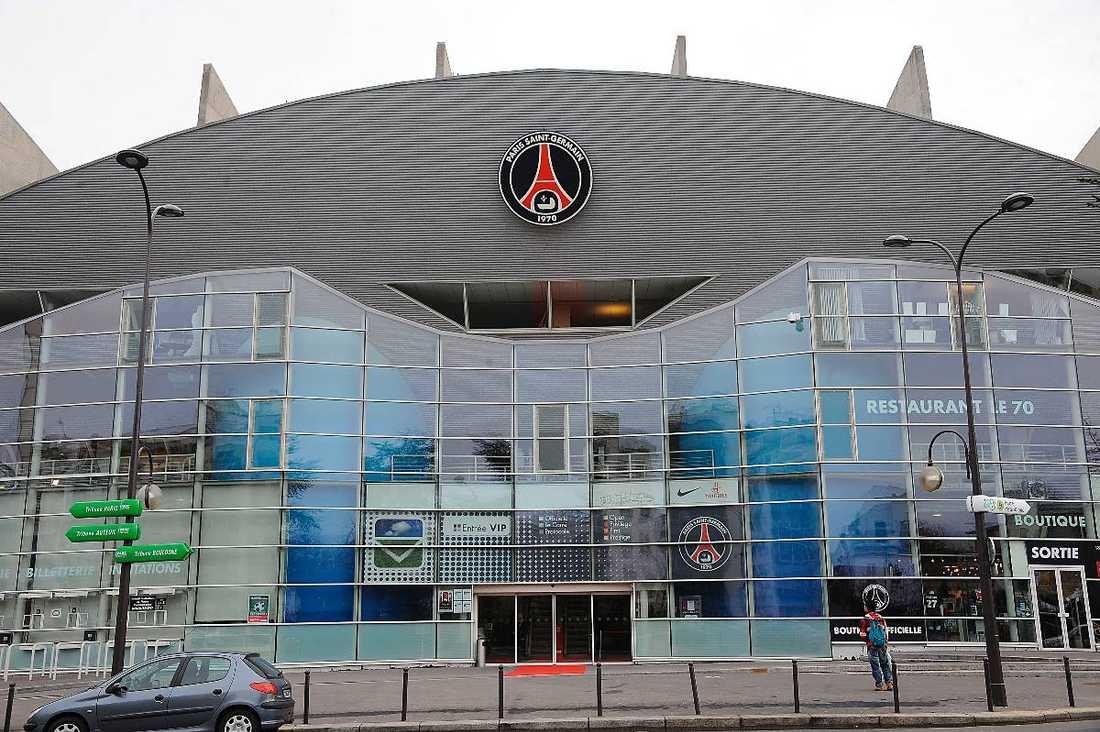 TRÄFFAS I DAG  Här, på Paris Saint-Germains högkvarter och hemmaarena Parc des Princes, hade Zlatans agent Mino Raiola och PSG:s sportchef Leonardo möte i fyra timmar om svenskens framtid. Parterna lyckades dock inte komma till någon överenskommelse angående stjärnans årslön. På förmiddagen i dag träffas parterna igen för fortsatta förhandlingar.