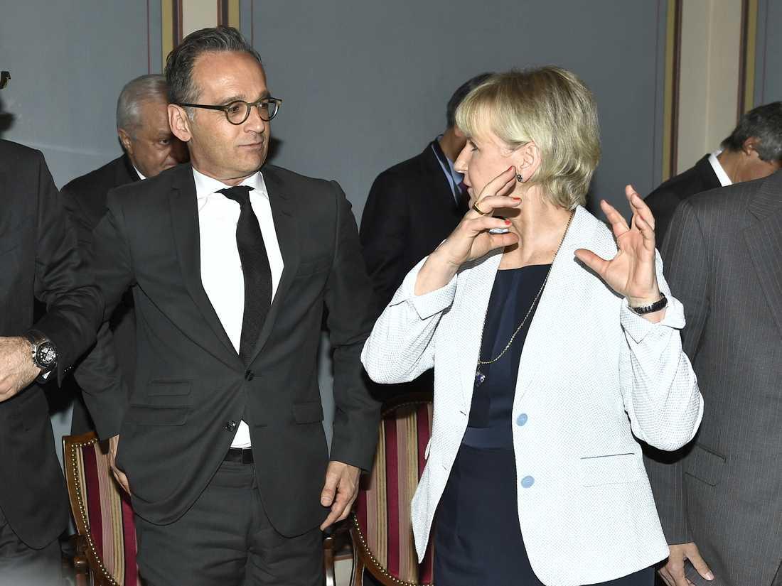 Tysklands utrikesminister Heiko Maas och Margot Wallström (S) under tisdagens internationella ministermöte i Stockholm.