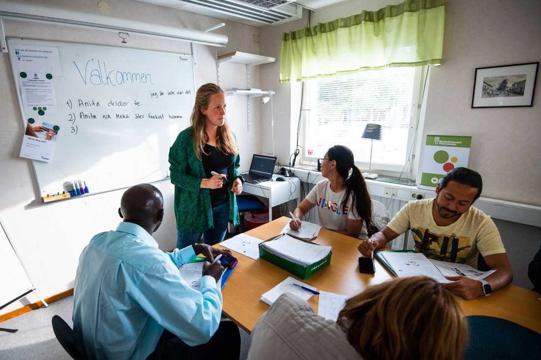 """""""En del har berättat att när de får gå till SFI så har de fått hoppa över flera steg för att de redan lärt sig så mycket här. Men de lär sig själva – vi motiverar bara"""", säger Linda Olofsson."""