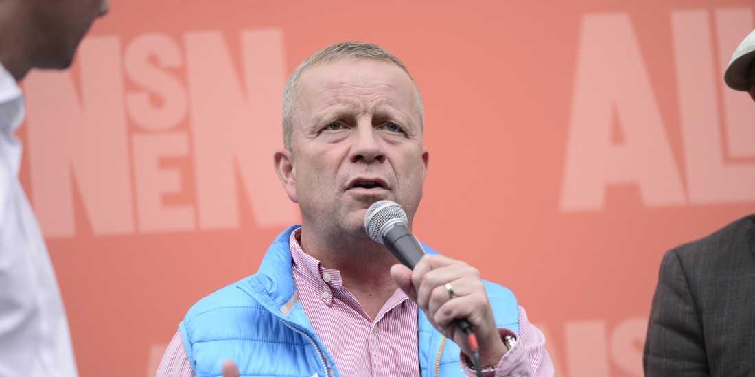 Uppsalapolitikern Fredrik Ahlstedt (M) ville själv ha en stor mottagning när han fyllde 50 tidigare i år. Nu avslöjas att skattebetalarna stod för notan som landade på 115000 kronor, rapporterar P4 Uppland.