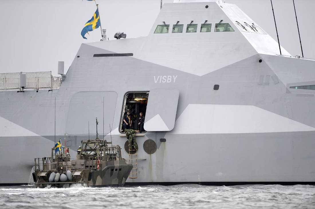 Svensk militär under ubåtsjakten i Stockholms skärgård.