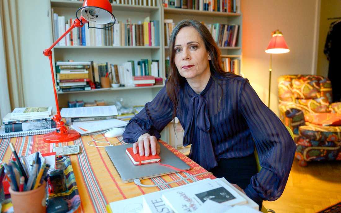 Sara Danius valdes in på stol sju i Svenska Akademien den 20 december 2013. Hon ersatte då Knut Ahnlund som avlidit i november samma år.