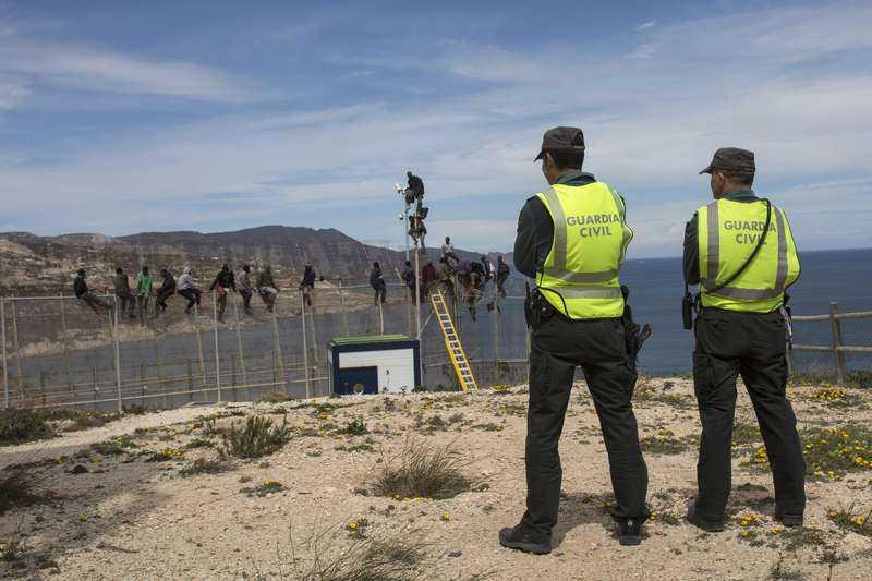Gränsvakter vid spanska gränsen i Melilla.