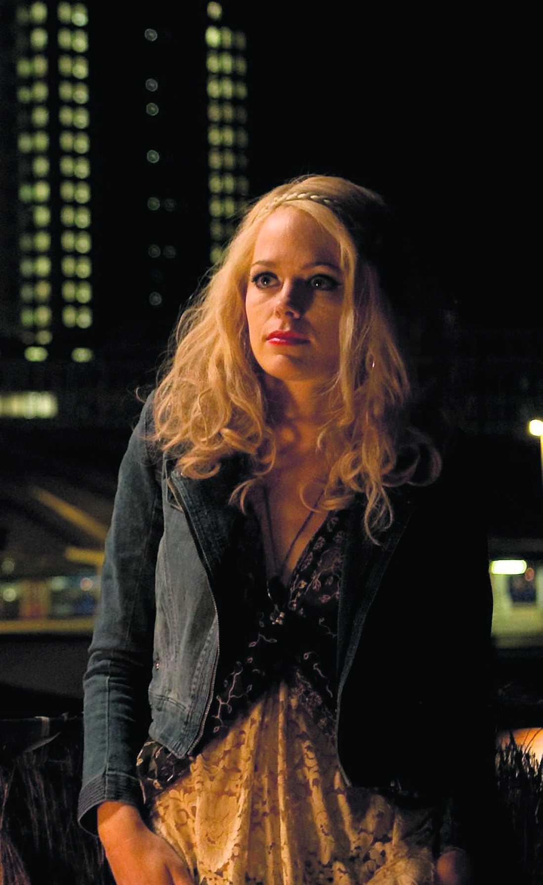 """Första bilden Svenska Katia Winter spelar huvudrollen i """"Everywhere & Nowhere"""". """"Jag har fått jobba på språket för att inte typecastas som polsk spion eller alla ryska roller"""", säger hon."""