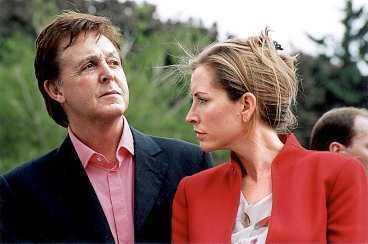 Vill försöka igen Paul McCartney och gravid hustrun Heather har drabbats av ett missfall. Heather har tidigare berättat om sina svårigheter att få barn. Nu uppger källor att paret är beredda att göra ett nytt försök.