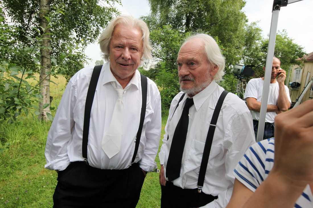 Sven Wollter och Tord Peterson mellan tagningarna.