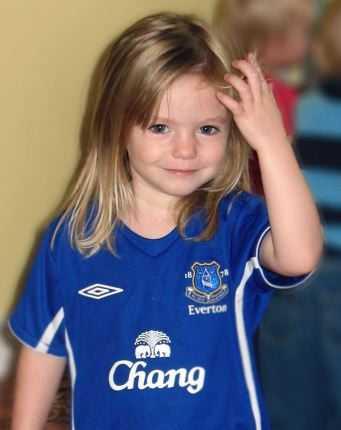 Madeleine McCann i fotbollsklubben Evertons tröja.
